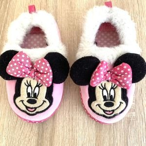 Girl's Disney Minnie Mouse slippers Size 9